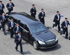 Đội cận vệ chạy theo xe ông Kim Jong-un có thể lấy cảm hứng từ phim Hollywood