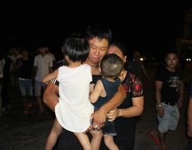 Vụ 9 thuyền viên mất tích: Làng biển đẫm nước mắt đón 7 ngư dân trở về