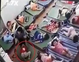 Cô giáo tát trẻ chảy máu mũi vì không chịu ngủ trưa