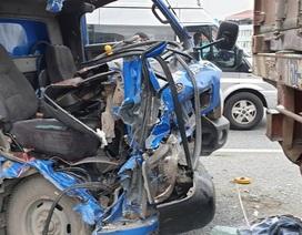 Xe thư báo vỡ toác đầu khi đâm xe container, phụ xe tử vong