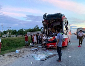 Đoàn du khách đi nghỉ mát gặp nạn, 1 người chết, 14 người bị thương