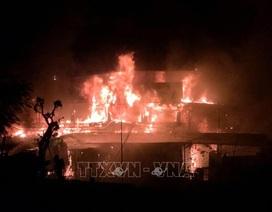 Hỏa hoạn thiêu rụi nhà hàng du thuyền trên sông Lô