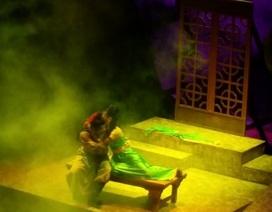 """Cảnh """"nóng"""" trên sân khấu cải lương: Liều lượng đủ độ, khán giả không sốc!"""