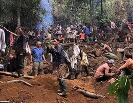 Không tìm được đá quý bạc tỷ, người dân nườm nượp kéo nhau xuống núi