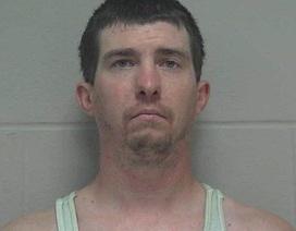 Gã biến thái đi tù vì sở thích làm tắc bồn cầu nhà vệ sinh nữ