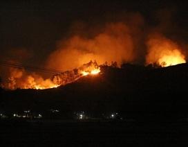 Hà Tĩnh: Dân lại sơ tán khẩn cấp trong đêm vì rừng tái cháy
