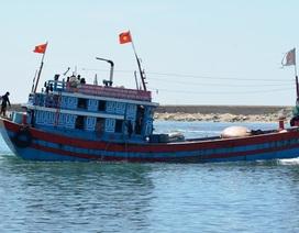 Tàu cá Lý Sơn cứu sống 32 ngư dân Trung Quốc bị trôi dạt trên biển