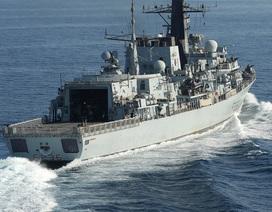 Báo Mỹ: 5 tàu có vũ trang của Iran bao vây, tính bắt giữ tàu dầu Anh