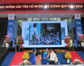 ĐH Luật TPHCM trao bằng danh dự cho sinh viên qua đời vì bệnh ung thư