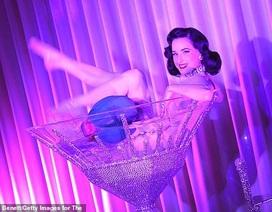 """Vũ nữ thoát y nổi tiếng tiết lộ: """"Làm việc là vì có trách nhiệm với phái đẹp"""""""