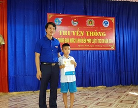"""Cứu em nhỏ đuối nước, học sinh lớp 5 được tặng Huy hiệu """"Tuổi trẻ dũng cảm"""""""