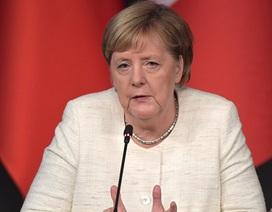Đức lên tiếng về tình trạng thở mạnh của Thủ tướng Angela Merkel