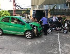 Ô tô gây tai nạn khiến 5 người bị thương rồi bỏ chạy