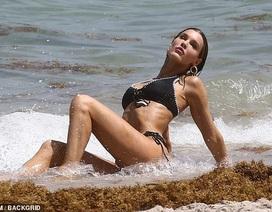 Joy Corrigan gợi cảm trên biển Miami