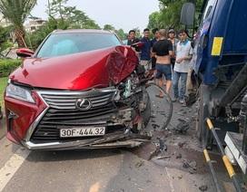 Hà Nội: Lexus nát đầu vì tông trực diện xe bồn