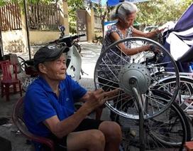 Tình yêu của vợ chồng U90 trong quán sửa xe ở Quảng Trị