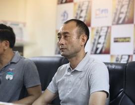 """HLV Lee Tae Hoon phản bác câu nói """"đá cho vui"""" của bầu Đức"""
