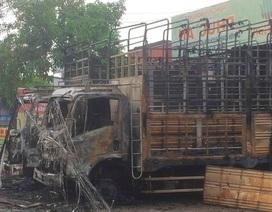 Điều tra vụ việc 2 xe tải bất ngờ bốc cháy trong đêm