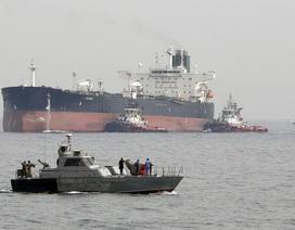 """Iran bị nghi bắt tàu chở dầu """"mất tích"""" tại eo biển Hormuz"""