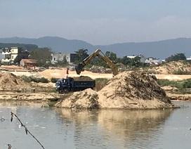 """Doanh nghiệp khai thác cát sai phép, dân lo sông """"nuốt nhà"""""""