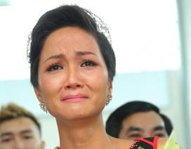 """H'Hen Niê tủi thân vì gia đình xuất phát từ """"nghèo khổ"""""""