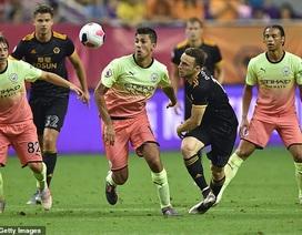 """Man City """"dâng"""" cúp Premier League Asia Trophy cho Wolves"""