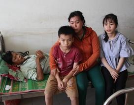 """Bố mẹ đều lâm trọng bệnh, """"đứt ruột"""" khuyên con gái gác lại giảng đường đại học"""