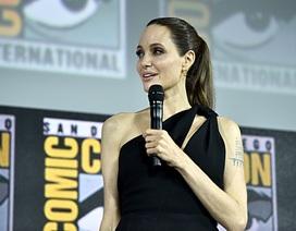 Angelina Jolie trẻ đẹp tái xuất