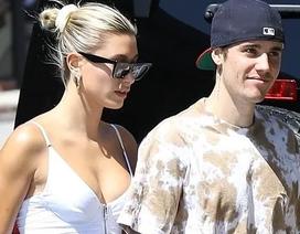 Hailey Baldwin khoe ngực gợi cảm đi ăn cùng Justin Bieber