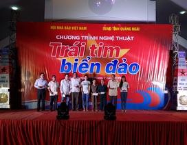 """Hội Nhà báo Việt Nam tổ chức chương trình """"Trái tim biển đảo"""" ở Lý Sơn"""