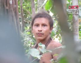 Chàng trai của bộ tộc thiểu số gây sốt vì vẻ ngoài điển trai