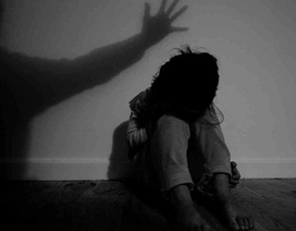 Đang xem tivi, bé gái 9 tuổi bị hiếp dâm