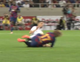 Ra mắt Barcelona, Griezmann lĩnh cú ra đòn đau điếng