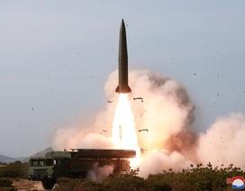 Triều Tiên phóng hai vật thể bay nghi tên lửa tầm ngắn