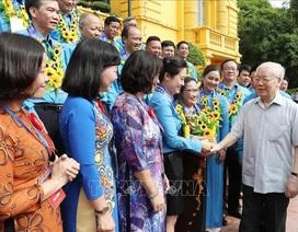 Tổng Bí thư, Chủ tịch nước Nguyễn Phú Trọng gặp mặt 100 cán bộ công đoàn tiêu biểu