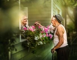 """Bộ ảnh khắc họa chân dung tình yêu của những con người """"nắm tay nhau đi suốt cuộc đời"""""""