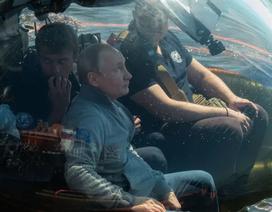 Ông Putin lặn xuống đáy biển xem xác tàu ngầm Thế chiến 2