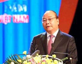 """Thủ tướng Nguyễn Xuân Phúc: """"Công đoàn ở tuyến đầu trong công nghiệp hoá, hiện đại hoá"""""""