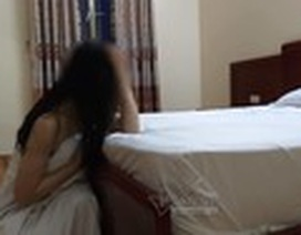 Đêm tân hôn, chồng rụng rời phát hiện dấu vết lạ trên người vợ