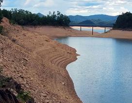 Mực nước hồ Kẻ Gỗ xuống thấp kỷ lục hàng chục năm qua
