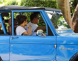 Jennifer Lopez và bồ trẻ lái xe sành điệu ra phố