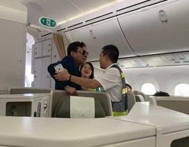 """""""Đại gia"""" bị tố sàm sỡ cô gái trên máy bay làm ăn thế nào?"""