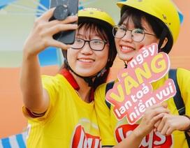 """Giới trẻ Sài Gòn phấn khích bởi đoàn diễu hành """"phủ vàng"""" Quận 7"""