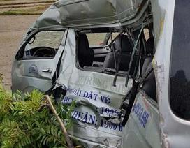 Tàu hỏa húc bay ô tô 16 chỗ, 3 người tử vong