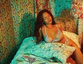 Rihanna gây sốc với loạt ảnh nội y bốc lửa