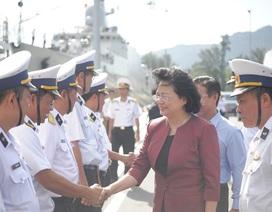 Phó Chủ tịch nước thăm cán bộ, chiến sĩ Vùng 4 Hải quân