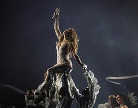 Jennifer Lopez diện đồ bó sát, thăng hoa trong đêm nhạc
