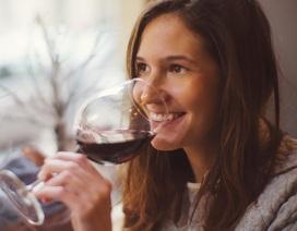 Hợp chất trong rượu vang đỏ có thể điều trị chứng lo âu và trầm cảm