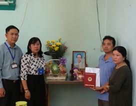 Trường ĐH Sài Gòn trao bằng tốt nghiệp đến gia đình sinh viên qua đời vì ung thư