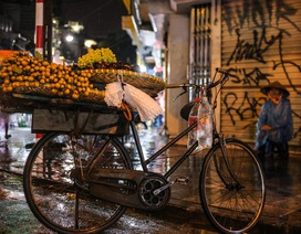 Những phận đời mưu sinh trong đêm mưa bão Hà Nội